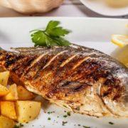 طريقة-عمل-صينية-السمك-القاروص-مع-البطاطس